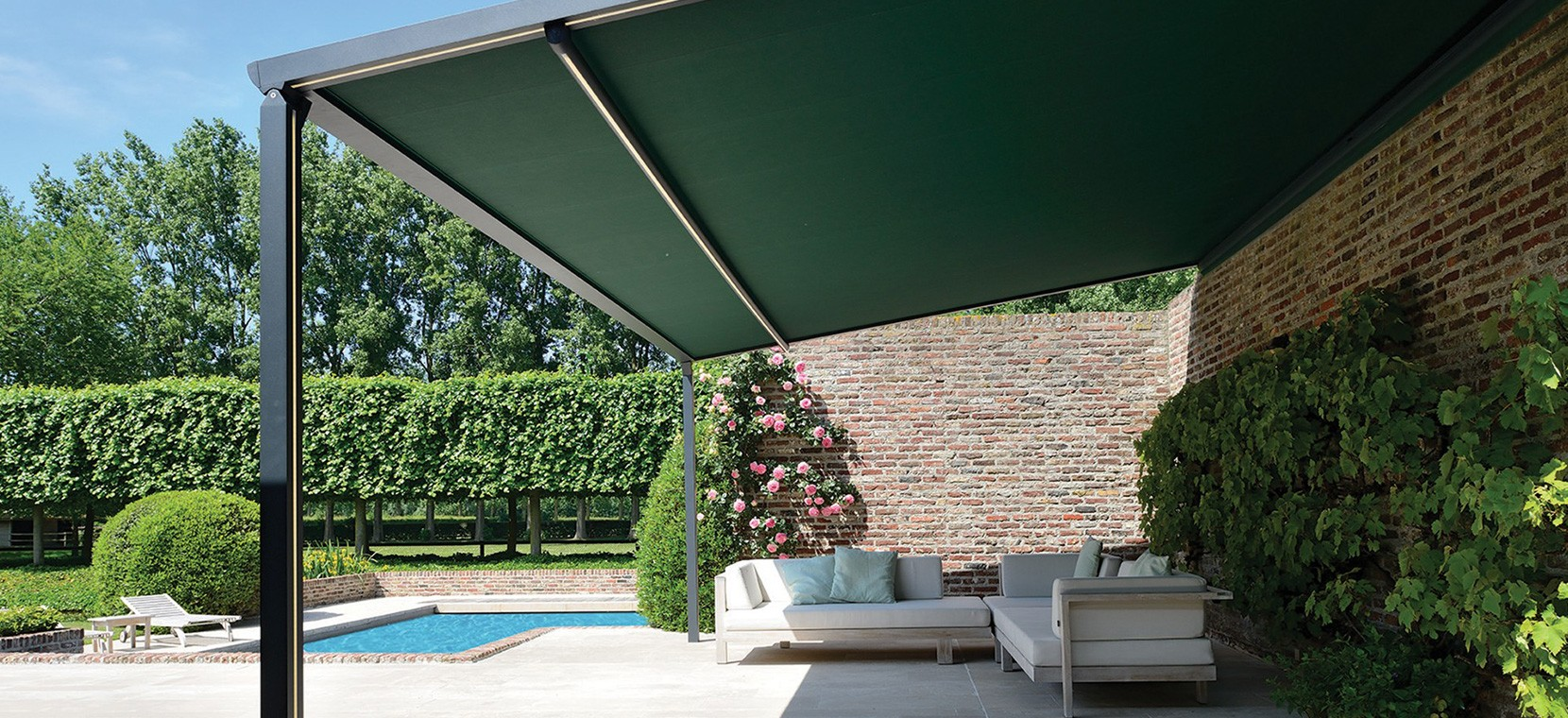 Lean-to patio cover with retractable roof